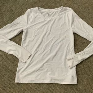 ONLY WORN ONCE GAP FIT WHITE WORKOUT SHIRT!!